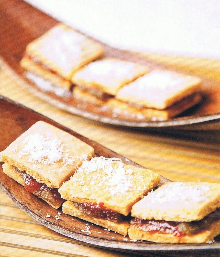 Recetas de Cocina Y Dietas: Galletas de parmesano con mermelada de aceituna y pimientos