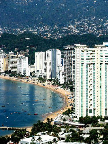 Zona hotelera de #Acapulco, en el estado de #Guerrero. Descubre las increíbles opciones que tiene este destino para disfrutar de unas buenas vacaciones.