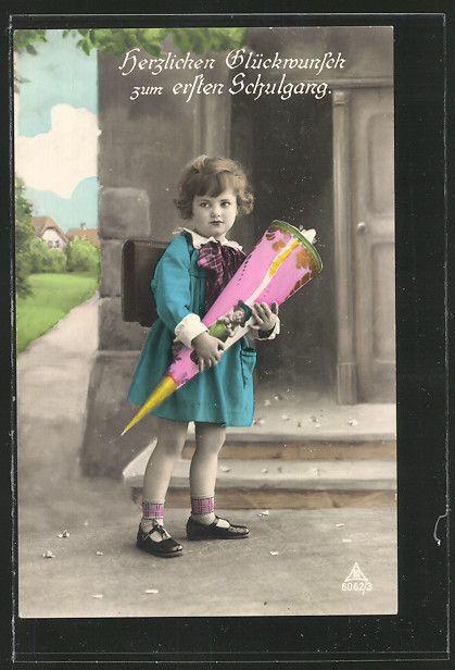 Schulmädchen mit Schultüte beim ersten Schulgang in 1929. Wir wünschen allen Schulanfängern und Ihrern Lehrern einen guten Schulanfang im neuen Jahr! #Schulanfang #Schultüte #Schulmädchen #www.meinUnterricht.de