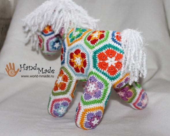 Crochet African flower pony free instructions in Russian, but lots of pics and crochet diagrams