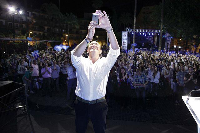 Selfie con las más de 1.200 personas que nos acompañaron en la cena-mitin fin de campaña de las elecciones europeas