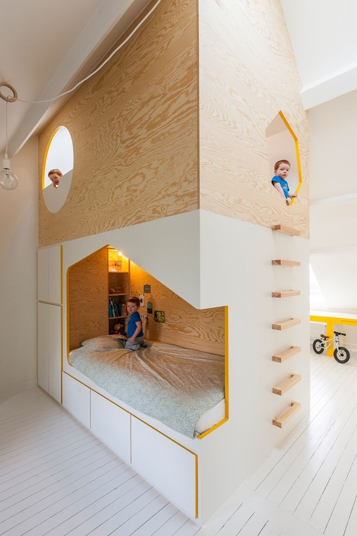 Incredible attic room - 2 beds, two desk and a play area