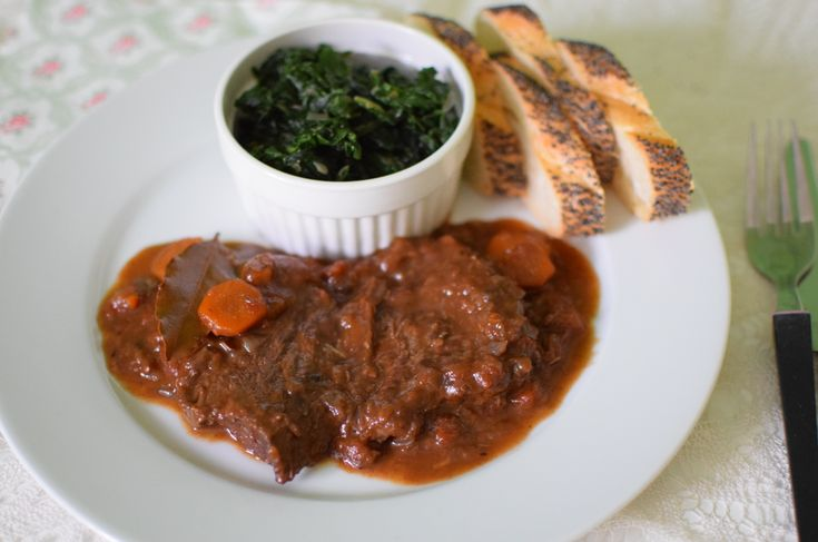 ossobuco with spinach and baguette