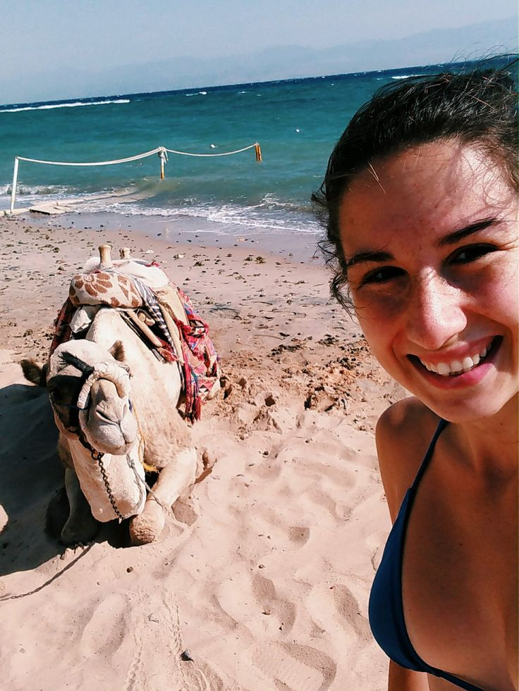 Aká je najlacnejšia zimná dovolenka vteple pre Slovákov? Odteraz sú pre mňa odpoveďou letenky do izraelského mesta Eilat, ktoré hraničí segypskou Tabou, známou dovolenkovou destináciou.  Dovolenkovali sme tu v5* rezorte na pláži za necelých 10€ na noc na osobu. Araňajky? Vcene boli bohaté buf
