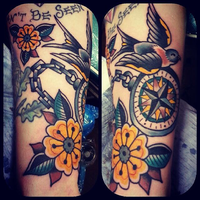 Tattoo American traditional swallow bird compass flowers