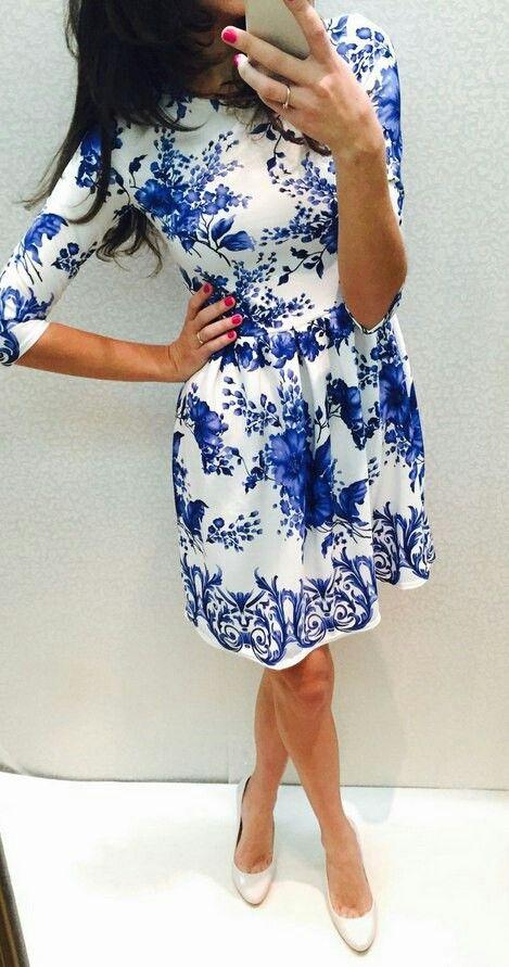 Платье из плотного трикотажа, белое с цветами. Отрезное по талии, пышная юбка.  42 р. в наличии, остальные под заказ.  4050