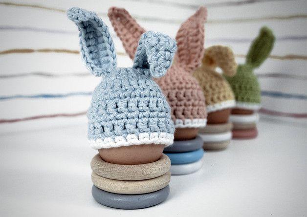 Häkelanleitung zu Ostern: Eierwärme mit Hasenohren/ hat with bunny ears for your breakfast eggs made by Mutzelino via DaWanda.com