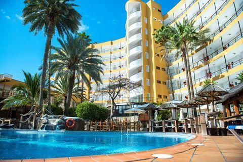 Maritim Playa  Description: Ligging: Maritim Playa ligt midden in het centrum van Playa del Inglés direct tegenover de winkel- en uitgaanscentra Metro en Kasbah. De promenade is gelegen op ca. 200 meter; het strand ligt op ongeveer 400 meter. Faciliteiten: Maritim Playa telt ca. 116 kamers verdeeld over een gebouw met 8 verdiepingen met 2 liften. In de lobby vindt u de 24-uurs receptie en een aparte beveiligde ruimte met huurkluisjes. Buiten treft u het zwembad (verwarmd in de winterperiode)…
