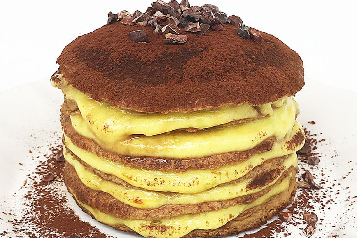 Tiramisù Pancake con farina di banana, crema pasticcera #amodomio e granella di cacao crudo!