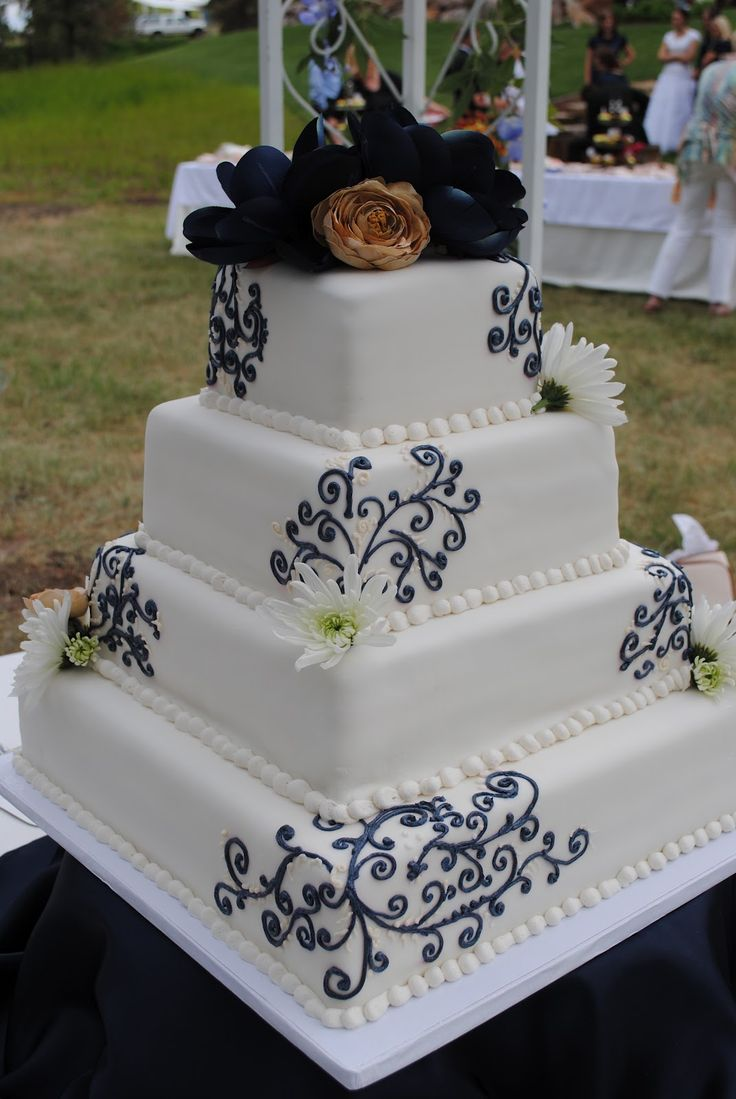 navy/champagne wedding cake | Becky's Cake Blog: Navy Blue & Champagne