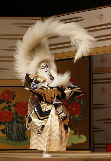 Now that's impressive. 歌舞伎 on the web 『春興鏡獅子』kagami-jishi, the real japan, real japan, culture, japan, japanese culture, society, manners, rules, guide, etiquette, tradition, habit, relaxation, hobby, relax, holiday, tour, trip, explore, adventure, history, travel http://www.therealjapan.com/subscribe/  www.travel4life.club