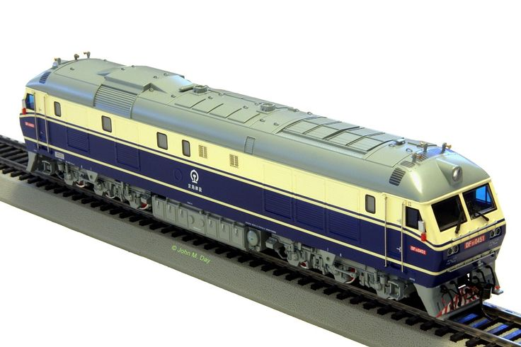 http://www3.telus.net/ChinaRail/CD00106.jpg 	 DF11 Diesel Model CD00106, locomotive No 0451 Beijing