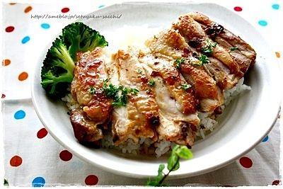今回はいろいろな部位を使って作る鶏肉料理のレシピや作り方をまとめました。鶏肉はいろいろな味のバリエーションが楽しめて、安くておいしい主婦の味方食材です。胸肉、もも肉、骨付き肉と部位に合った料理法で作るのが、おいしくできるポイントです。 (3ページ目)