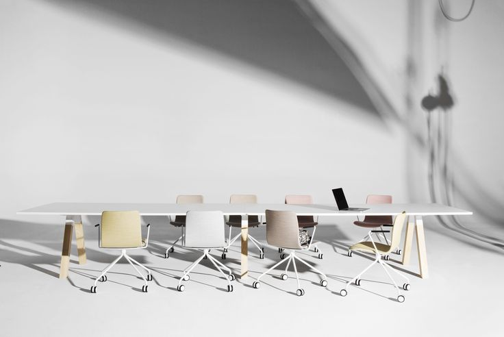 The Frankie conference table collection designed by Iiro Viljanen includes various table sizes and bases. Sola chairs design Antti Kotilainen.