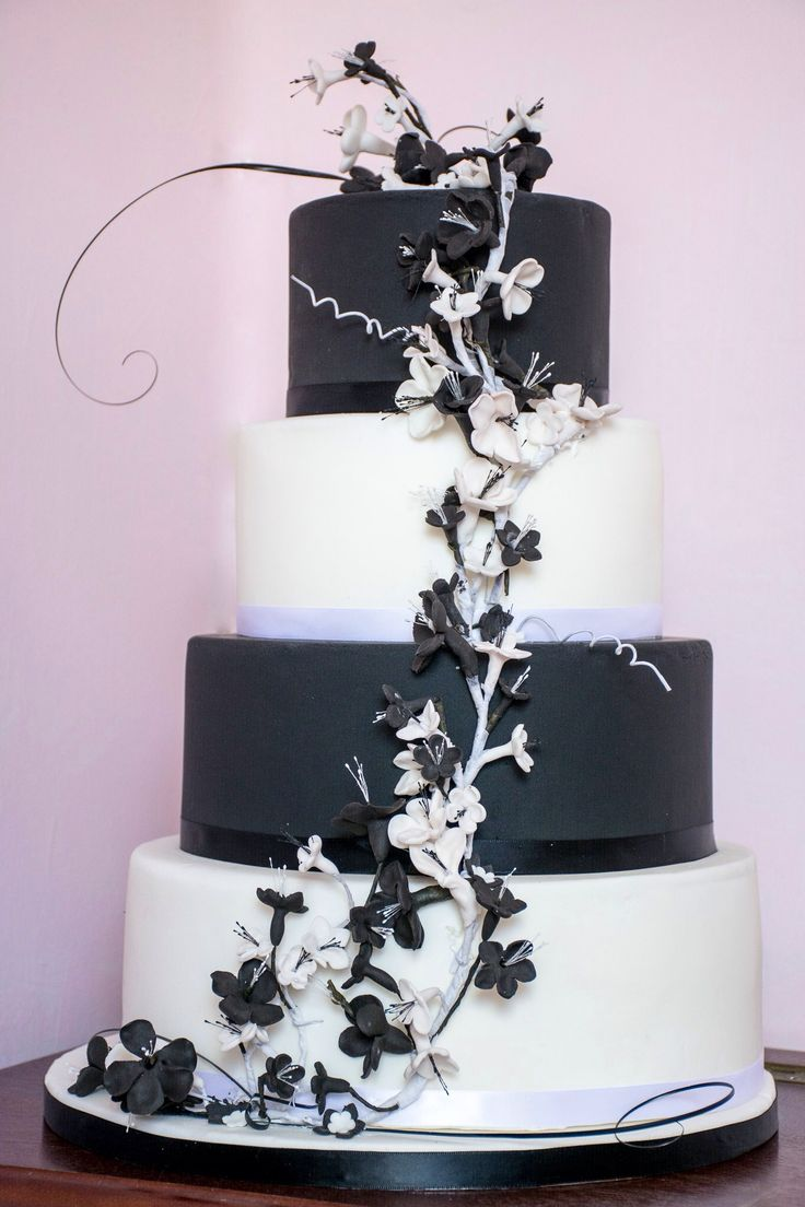 Monochrome tiers and blossoms decorated with bear grass & swirls