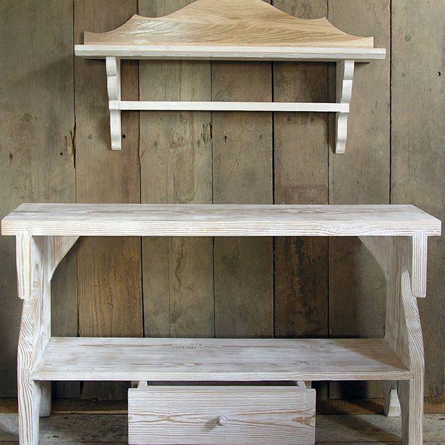 Small bench & shelve. #warsztatywarminskie #warmia #wiejskieklimaty #countrystyle #meblenazamowienie #countryfurniture #decorationdinterieur #dekoracjawnetrz #deco #housedecor #homedecor #rustic #wiejskistyl