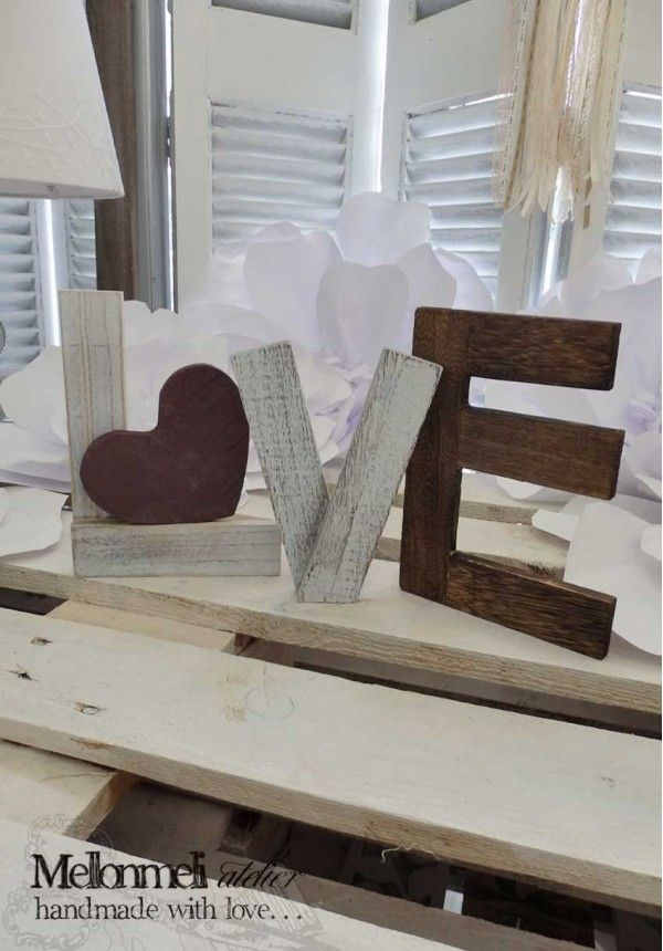 Ξύλινα Αυτοστηριζόμενα Γράμματα Love