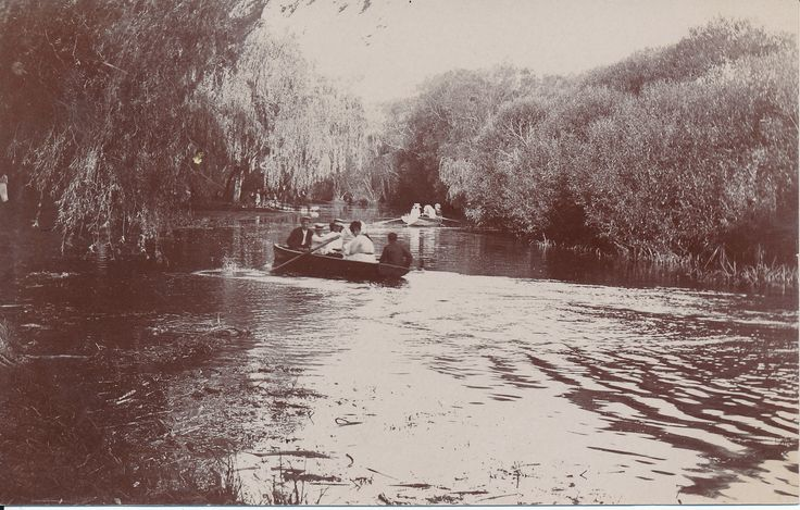 #PostcardThursdays from the Gold Museum.. a lazy sunny afternoon of boating at Fairyland on Lake Wendouree in Ballarat back in 1910.  Getting dressed up for a spot of rowing was the thing to do.