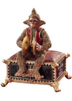 """Monkey Music Box that plays """"Masquerade"""" from The Phantom Of The Opera. My friend Stephanie got one of these. So awesome!"""