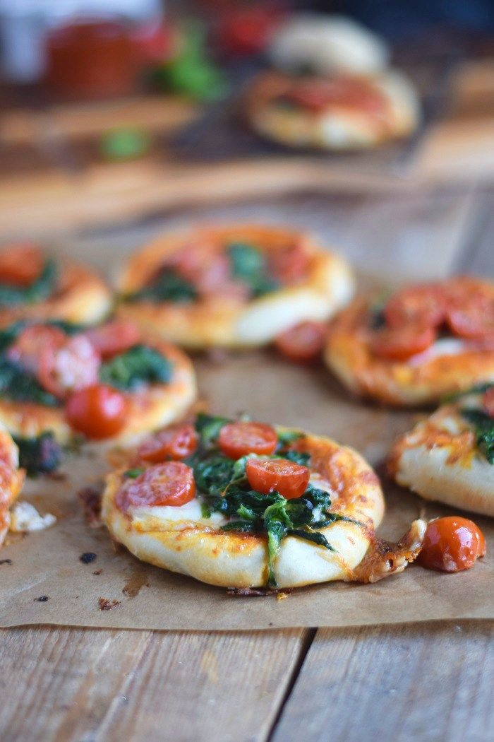 Spinat Pizza mit Käserand - Spinach Pizza with cheese crust (5)