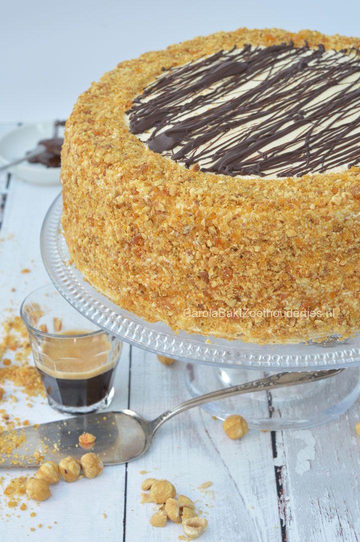 Hazelnuts mocha meringue cake Hazelnoten mokka schuimtaart. Deze is al jaren favoriet om mijn blog. Ik heb hem opnieuw gemaakt en hem een ander uiterlijk gegeven. Wat een