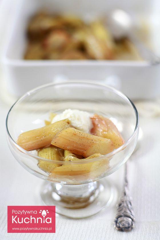 #przepis na rabarbar pieczony z wanilią, cytryną i bitą śmietaną - prosty i szybki #deser  http://pozytywnakuchnia.pl/pieczony-rabarbar/  #kuchnia