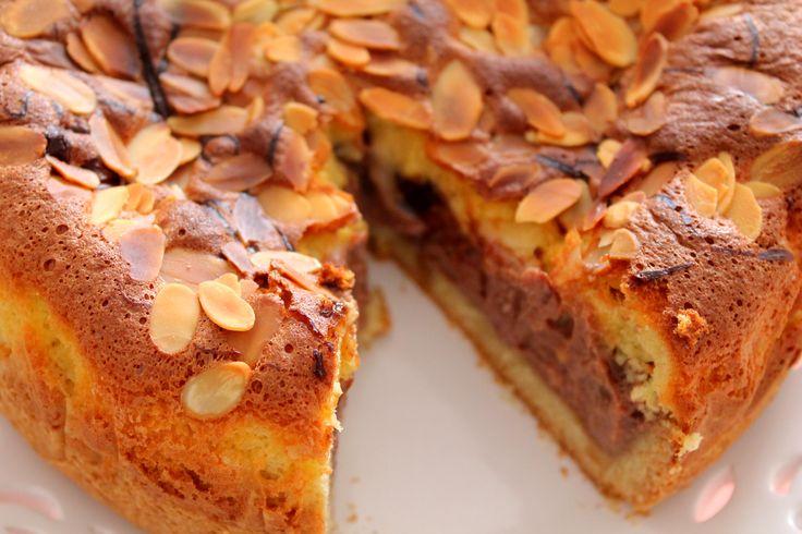 Torta croccante con cuore di crema alla Nutella e copertura soffice alle mandorle!