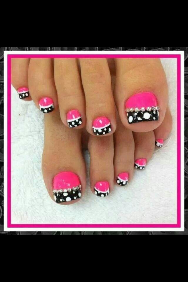 Beautiful poka dot toes
