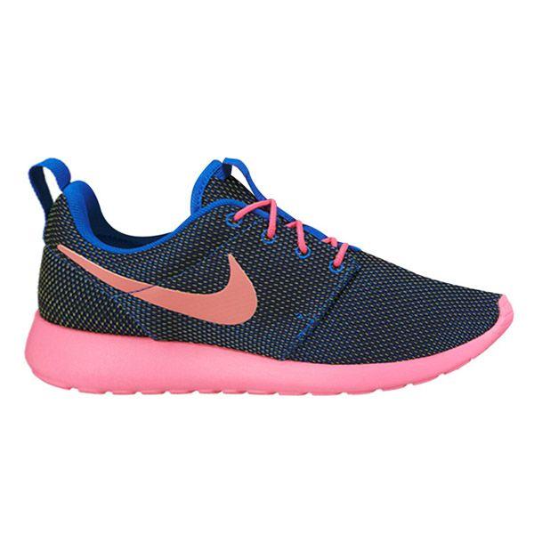 Sepatu casual Nike Rosherun 511882-467 memiliki bantalan yang ringan dan phylon pada bagian midsole menjadikan kalian selalu nyaman menggunakan sepatu ini sepanjang hari. Harga sepatu ini Rp 799.000.