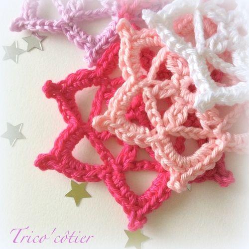 Granny en forme d'étoile pour décorer son sapin ou sa maison. Crochet snowflakes ou stars for Christmas tree. Granny Love Challenge Crochet