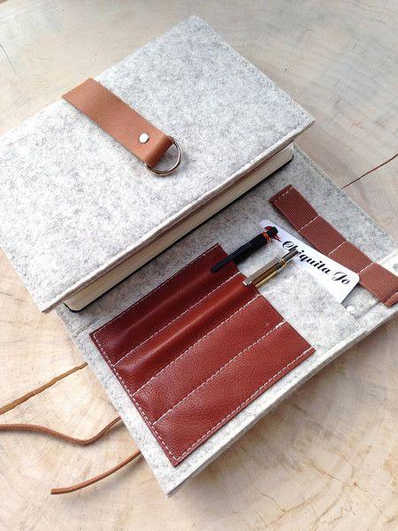 *Filzorganizer für Kalender-Notzbuch ☆Filz&Leder!*  Praktischer Organizer für ein für ein Kalender, Skizzenbuch oder Notizbuch aus hochwertigem, echten Designfilz in A5 Format.Ausgestattet mit 3...