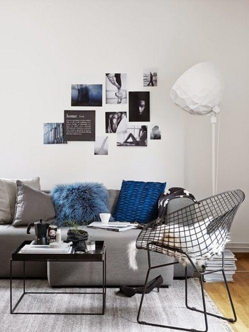 Niebieskie poduszki w salonie