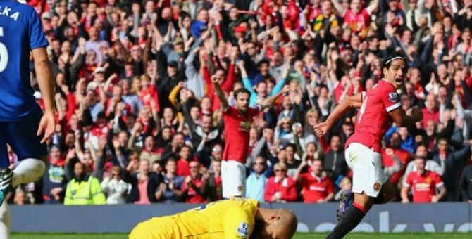Manchester United successfully beat Everton 2-1 and climb to fourth Premier League standings on Sunday (5/10).
