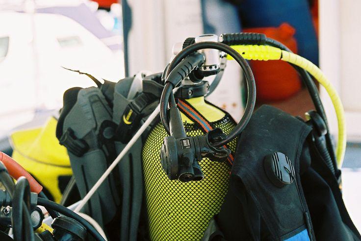 """La plongée permet de découvrir les fonds sous-marins à l'aide d'un équipement spécifique. On appelle """"snorkeling"""" l'exploration avec palmes, masque et tuba seulement. Une fois la définition intégrée, comment se jeter à l'eau ?"""