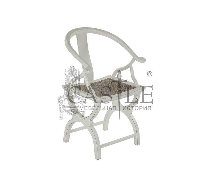 Кресло в стиле Прованс выполнено из массива. Особую изюминку креслу придают изящные ножки и оригинальная спинка. Сиденье обито плотной тканью коричневого оттенка. Исполнено в белом цвете. Это кресло прекрасно дополнит интерьеры в современном стиле, стиле Прованс, Арт-Деко.