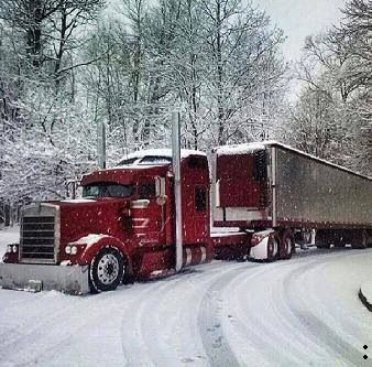 Red KW reefer in the snow