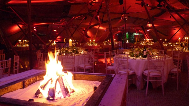 This looks awesome for a wedding dinner - www.papakata.co.uk