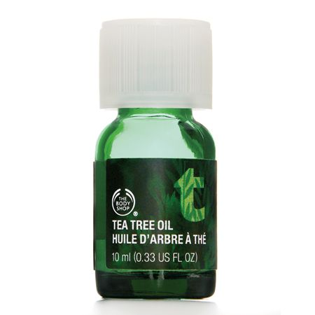 Tea tree oil is known for its incredible healing powers and skin rejuvenation. This oil is commonly used to treat skin irritants like cuts, rashes and infections as it works as a disinfectant to clean and heal all types of skin. Because of its soothing properties, tea tree oil works wonders on acne prone skin and blemish scars to quickly fight against future breakouts and leave behind noticeably clearer skin without drying it out.