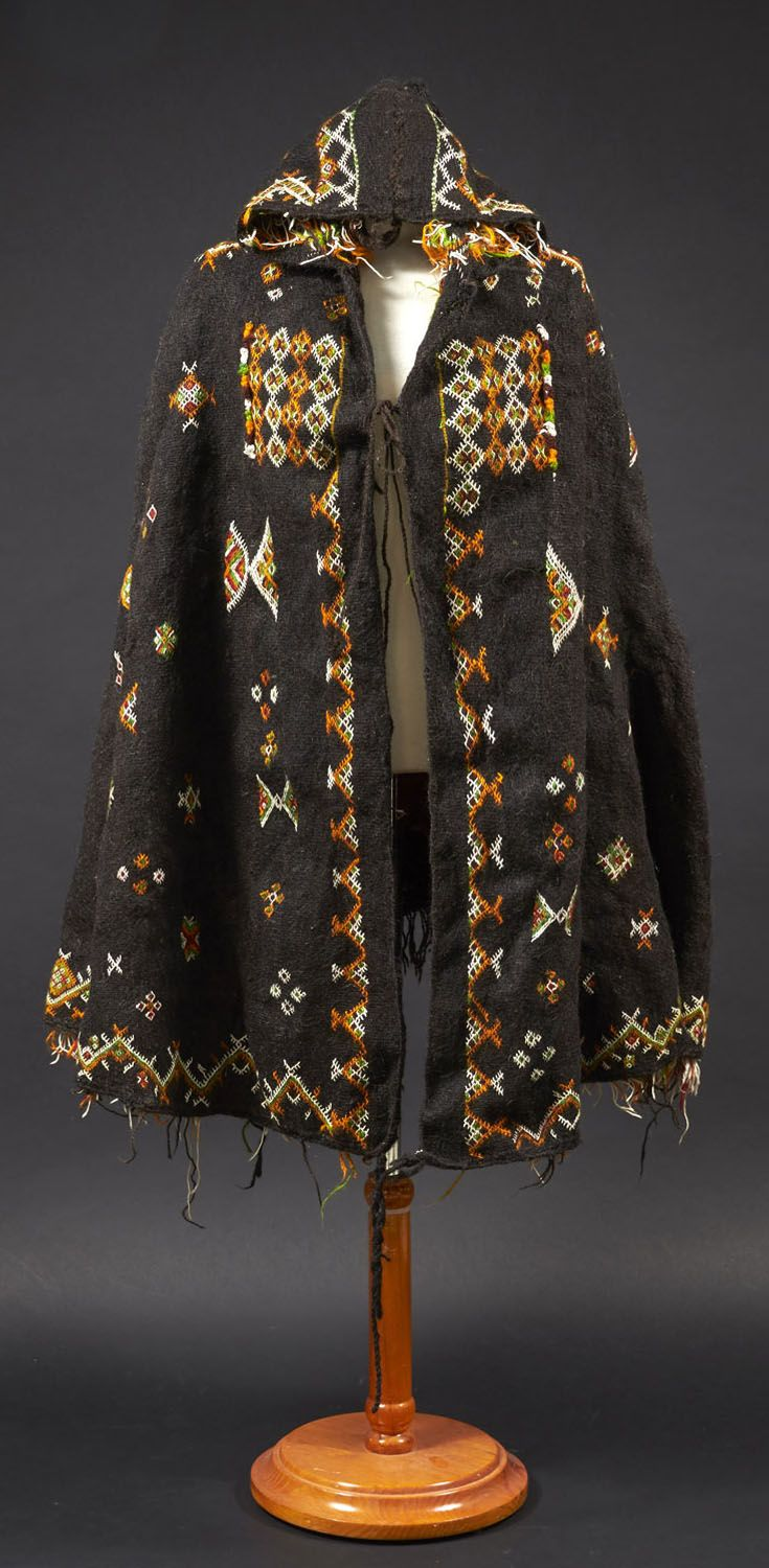 Africa | Hooded cape ~ Akhnif ~ from the Aït Ouaouzguite Berber people | Wool, cotton and silk