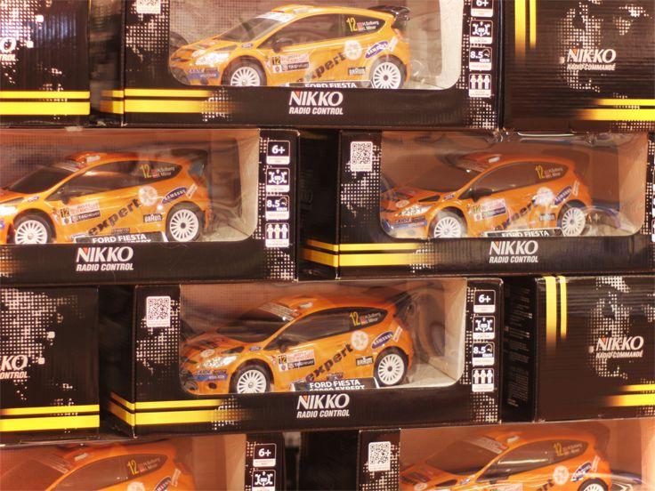 Tyylikkään oranssilla värillä varustettu Nikko radio-ohjattava ralliauto saa iäkkäämmänkin tuntemaan itsensä taas nuoreksi :) #nikko #expertfi
