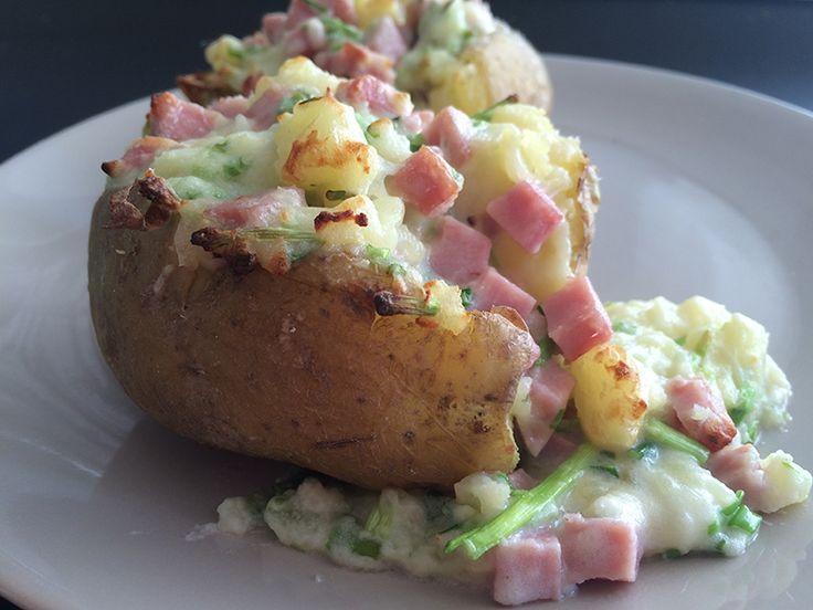 Gevulde aardappel Met Room, Bieslook & Hamblokjes