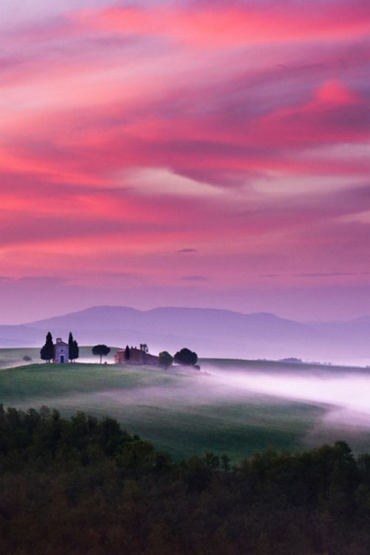 Tuscany, Italy. Photo credit to teaintheafternoon.tumblr.com ~ Top 10 Mindblowing Landscapes