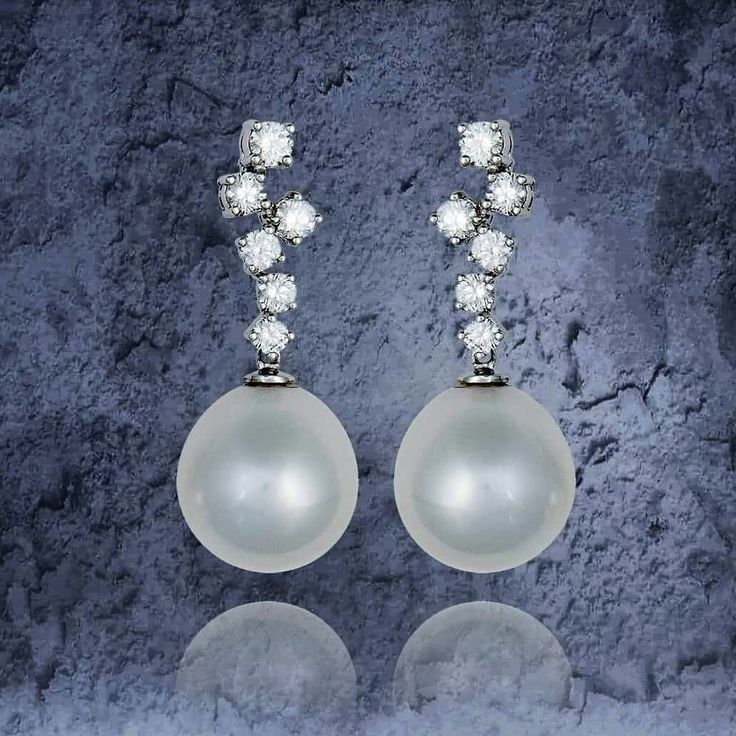 Twelve Diamonds and two South Sea Pearls by @PearlsCenter