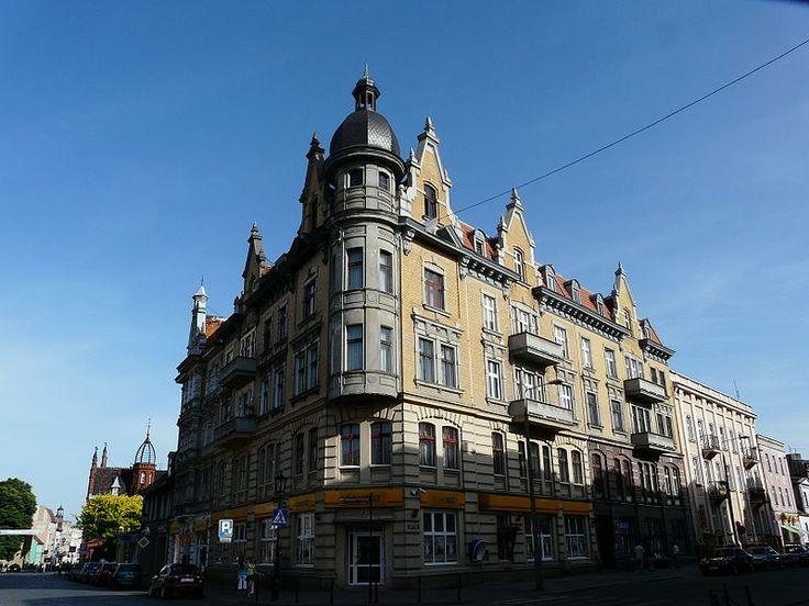 800px-Buildings_in_Gniezno_-_corner_kamienica.JPG (800×600)