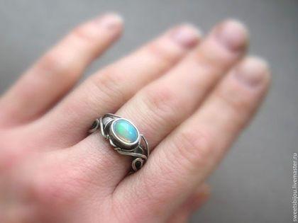 """Кольца ручной работы. Ярмарка Мастеров - ручная работа. Купить Серебряное кольцо """"Sherilyn"""" с опалом.. Handmade. Разноцветный, опал натуральный"""