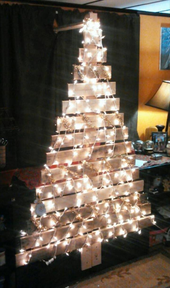 Pallet Tree for Festive Decor | 99 Pallets
