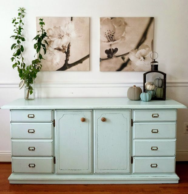 Love this transform by Chelsea's Garage: Distressed Mint Buffet, {the detailed transformation} #funiturefixes #chalkpaint