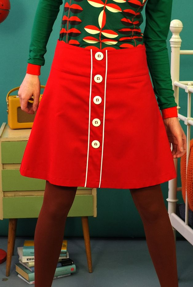 Pleated Skirts – ROCK MIT KNOPFLEISTE IN ROT – a unique product by Bonnie-and-Buttermilk on DaWanda