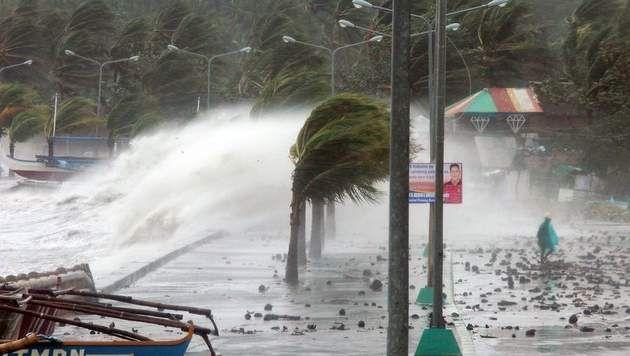 Via Joachim Caudron (6IW) - Men weet allemaal dat de Filipijnen onlangs getroffen is door een orkaan/tyfoon. Men weet ook dat orkanen vaak in de aziatische landen voorkomen en zeker in de Filipijnen. Maar waarom is dat zo?  Dit artikel legt ons uit waarom orkanen vaak de Filipijnen treft. Waarom zoveel schade? Wat kan de bevolking doen om materiële en menselijke schade te beperken?