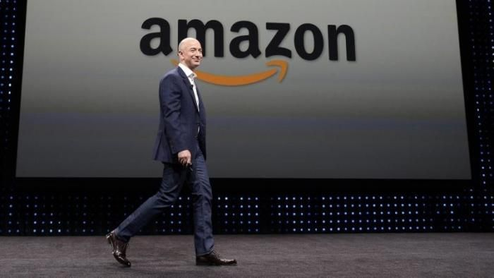 Forbes: Amazon founder Jeff Bezos is the richest person of the world   (Photo: Reuters Michael Nelson/archive)   Forbes has unveiled its this years list of the richest people in the world. Jeff Bezos supplanted Microsoft founder Bill Gates from the throne of whose assets are only on a mere $ 90 billion.   Amazon founder Jeff Bezos is now also available for Forbes  the richest person in the world. The announced the US business magazine on Tuesday. Bezos took over with an estimated total…